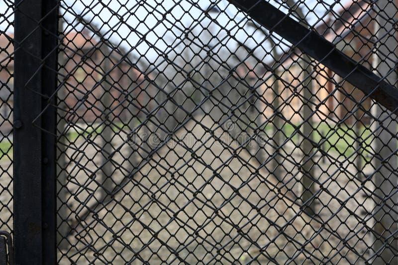 Cerca eléctrica en el campo de concentración nazi anterior Auschwitz I fotografía de archivo libre de regalías