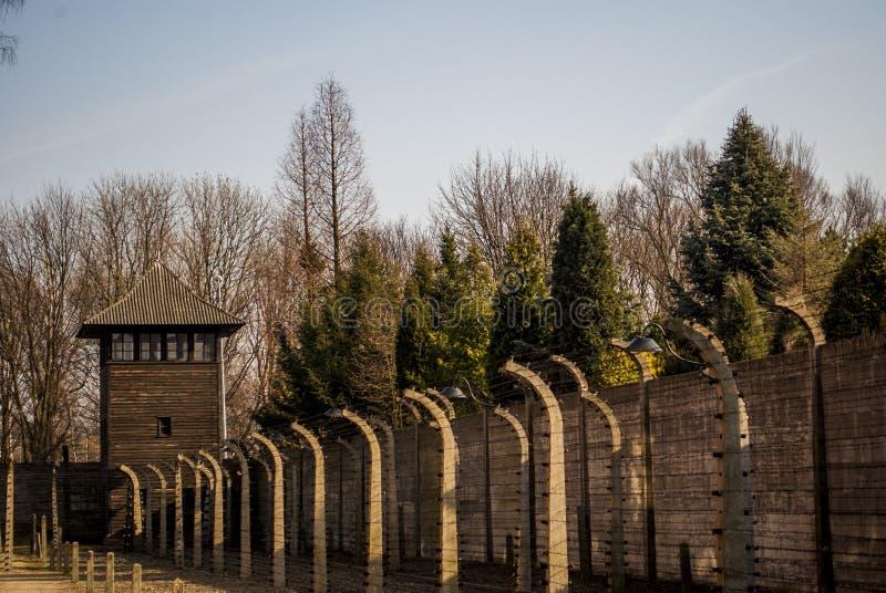 Cerca eléctrica en el campo de concentración nazi anterior Auschwitz I, Polonia foto de archivo libre de regalías