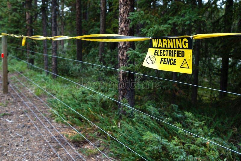 Cerca eléctrica Warning imágenes de archivo libres de regalías