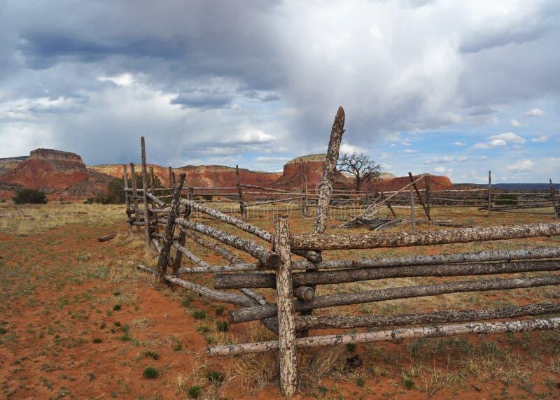 Cerca na herdade no rancho de Ghost, New mexico imagens de stock