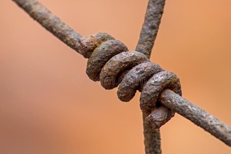 Cerca olvidada larga de Rusty Wire Connection On A foto de archivo libre de regalías
