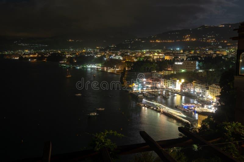 Cerca paisaje urbano en Sorrento, Italia foto de archivo