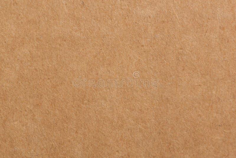 Cerca para arriba recicle la cartulina o el fondo marrón de la textura de la caja de papel de Kraft del tablero foto de archivo libre de regalías