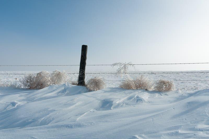Cerca Post na tração da neve imagens de stock royalty free