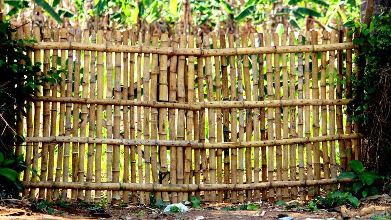 Cerca y puerta de bamb? foto de archivo libre de regalías