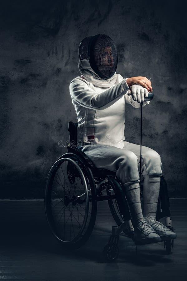 Cercador de sexo femenino en silla de ruedas foto de archivo libre de regalías