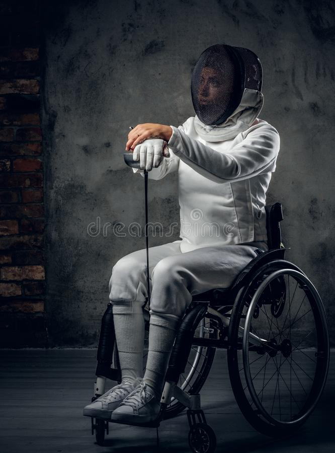 Cercador de sexo femenino de Paralympic en silla de ruedas fotos de archivo
