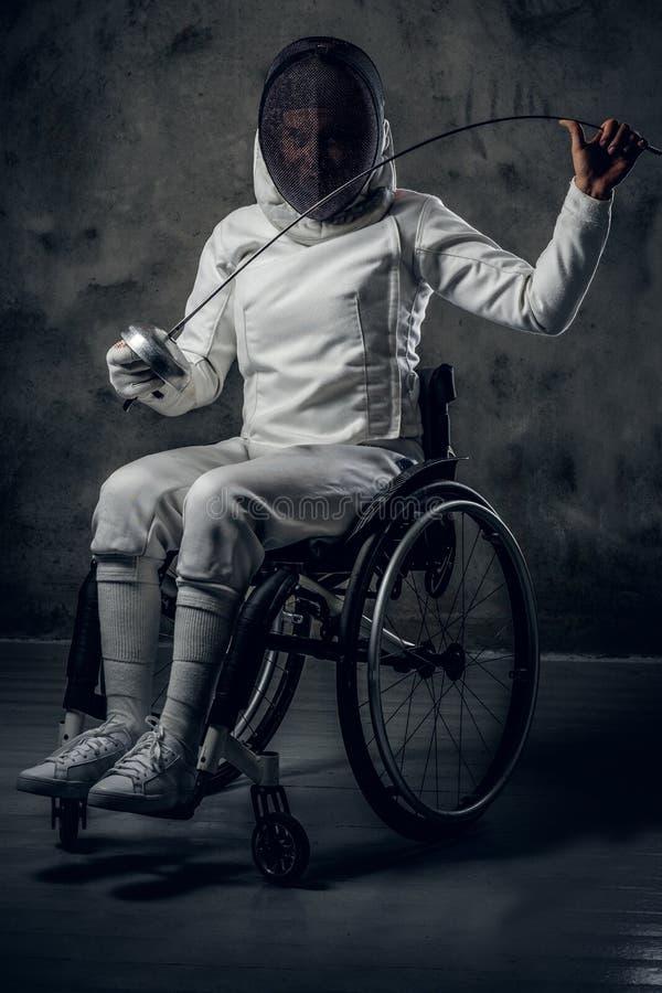 Cercador de sexo femenino de Paralympic en silla de ruedas imagen de archivo libre de regalías