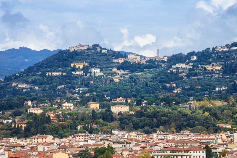 Cercanías de la ciudad de Florencia en la colina verde imagen de archivo libre de regalías