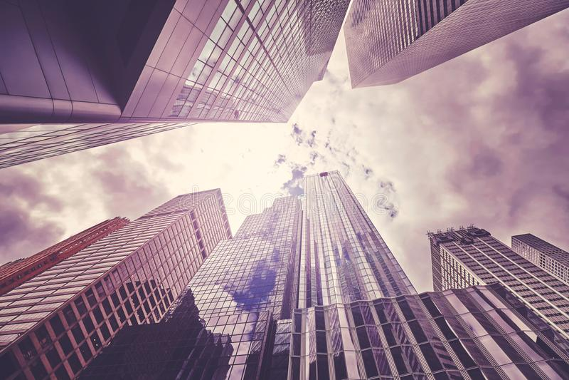 Download Cercando I Grattacieli Di New York, U.S.A. Fotografia Stock - Immagine di prospettiva, ufficio: 117977942