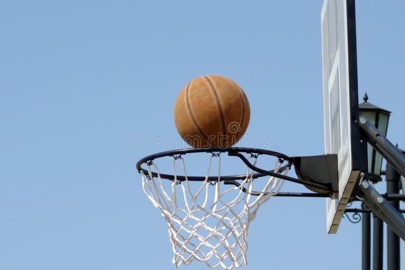 Cerchio di pallacanestro all'aperto immagini stock libere da diritti