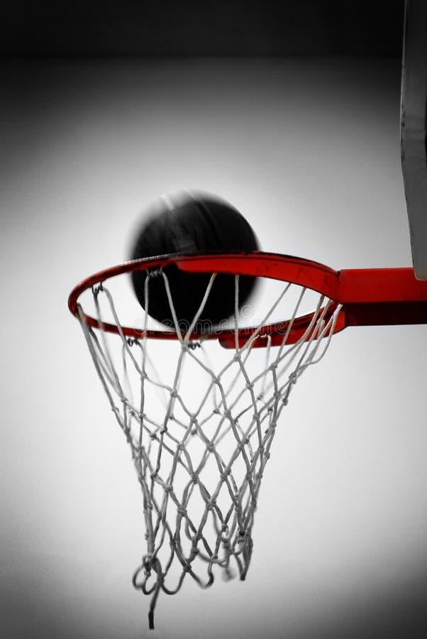 Cerchio di pallacanestro con la rete della palla che segna gli sport dei punti immagine stock libera da diritti