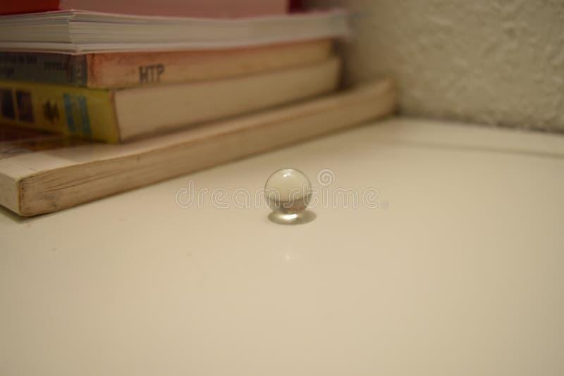 Cerchio e libri immagini stock