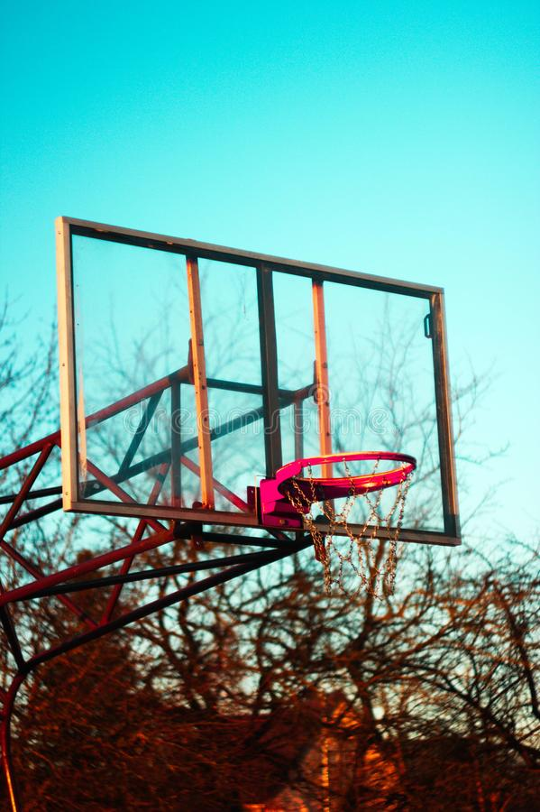 Cercle de basket-ball à la soirée photo libre de droits