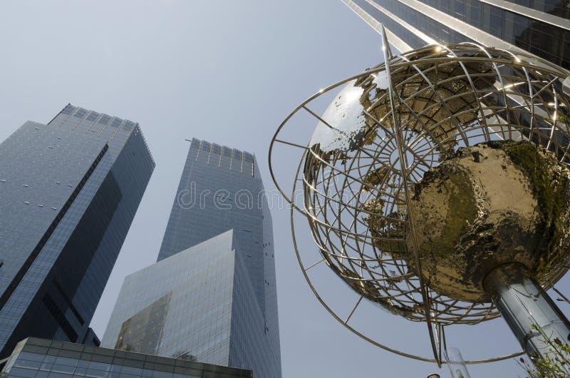 Cercle de Columbus dans NYC avec une structure de globe photographie stock libre de droits