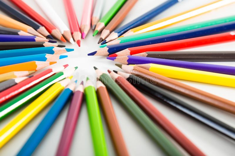 Cercle menteur color? de crayons photo stock