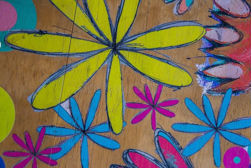 Cercles et fleurs peints à la main colorés pour l'usage de fond photos stock