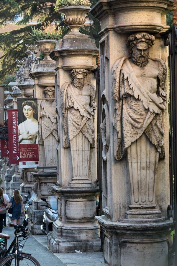 Cerco do ` Arte Antica de Nazionale d da galeria de Palazzo Barberini com as colunas com os atlantes da imagem, Roma, imagem de stock royalty free