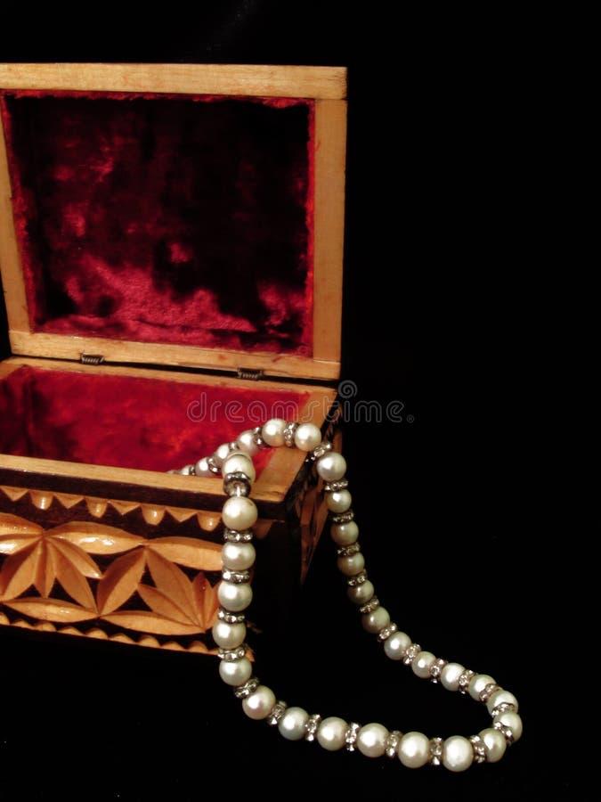 Cercueil en bois avec des modèles images libres de droits