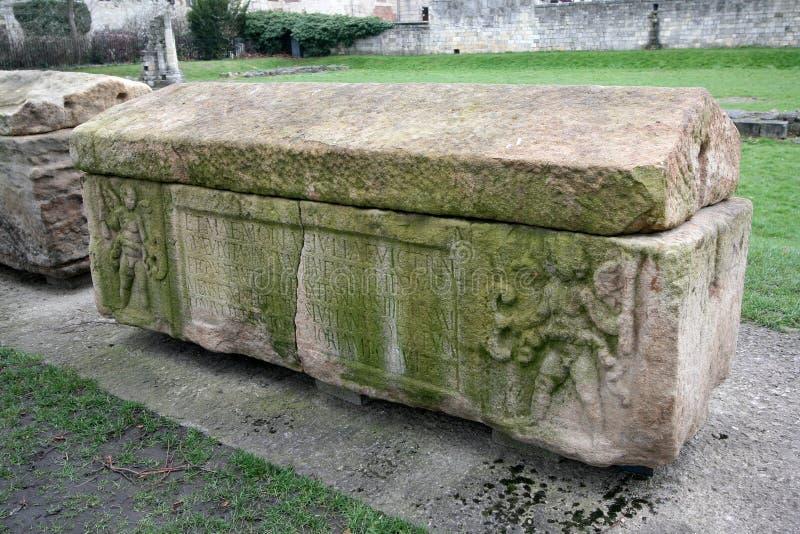 Cercueil en pierre romain image libre de droits