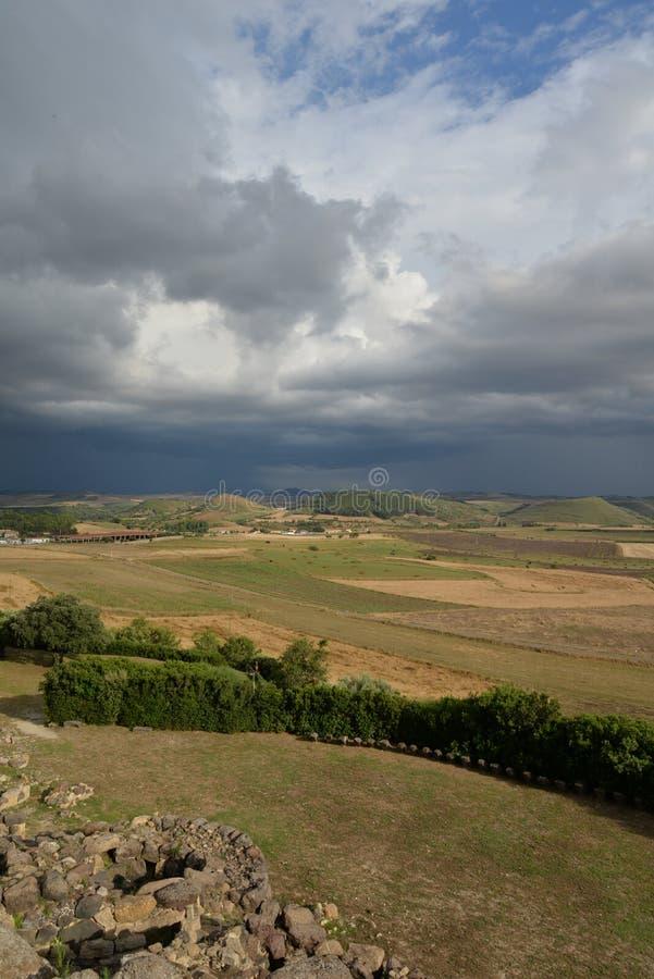 Cerdeña, Italia Paisaje rural por el tiempo dramático fotos de archivo libres de regalías