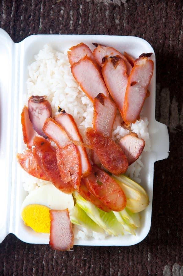 Cerdo curruscante con el arroz, comida tailandesa del primer foto de archivo
