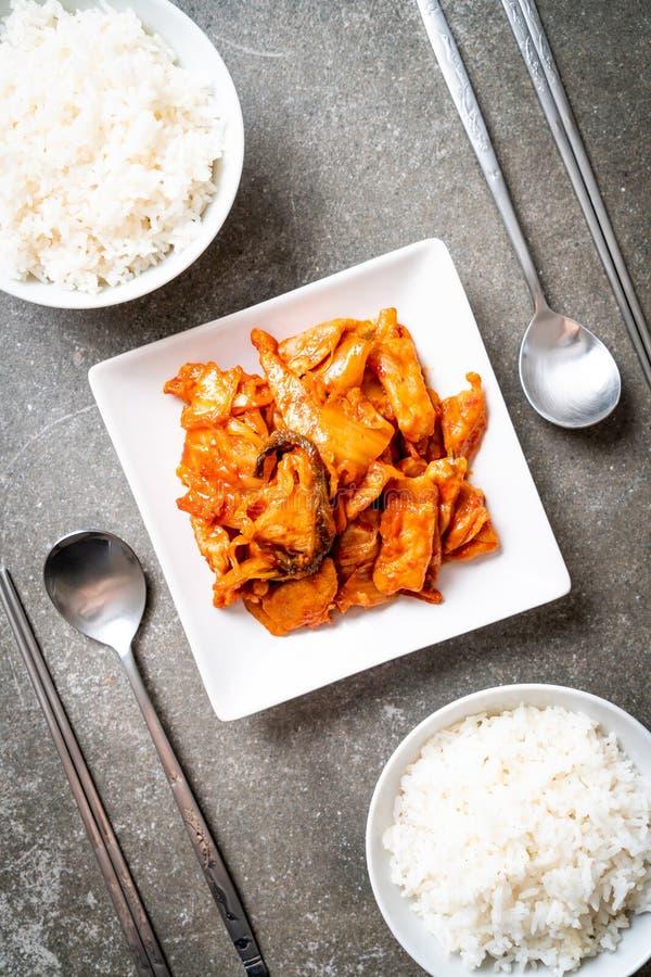 Cerdo sofrito con kimchi imagen de archivo
