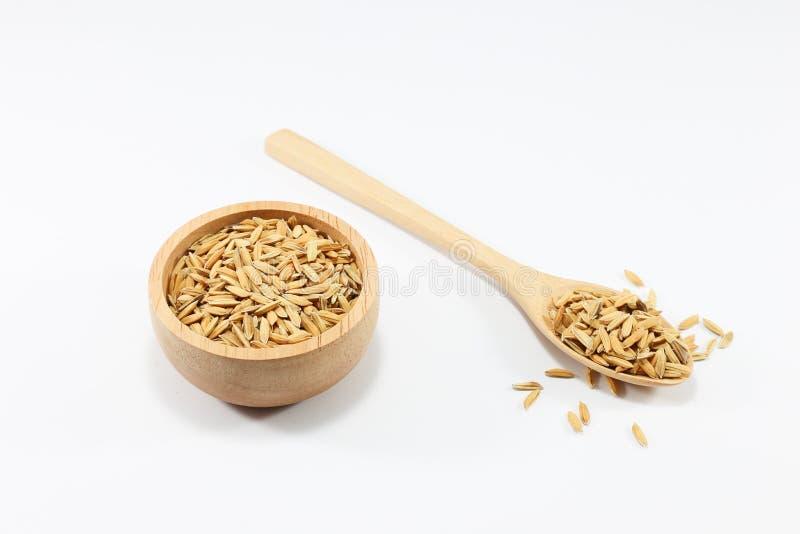 Cereais em uma colher e em um copo no fundo branco imagens de stock
