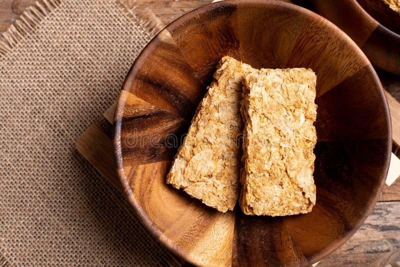 Cereal de café da manhã inteiro dos biscoitos do trigo da grão imagem de stock royalty free