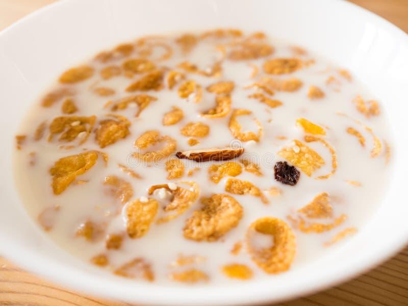 Cereal de desayuno simple por la mañana fotos de archivo