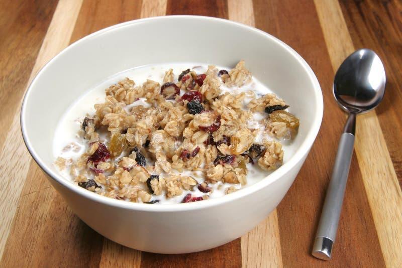 Cereal del Granola con leche fotos de archivo