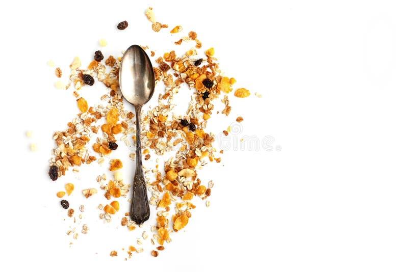 Cereal delicioso do muesli do granola com a colher do vintage na parte traseira do branco imagem de stock royalty free