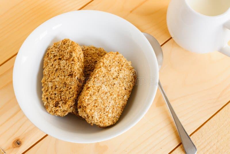 Cereal do biscoito do café da manhã do Wholewheat fotografia de stock royalty free