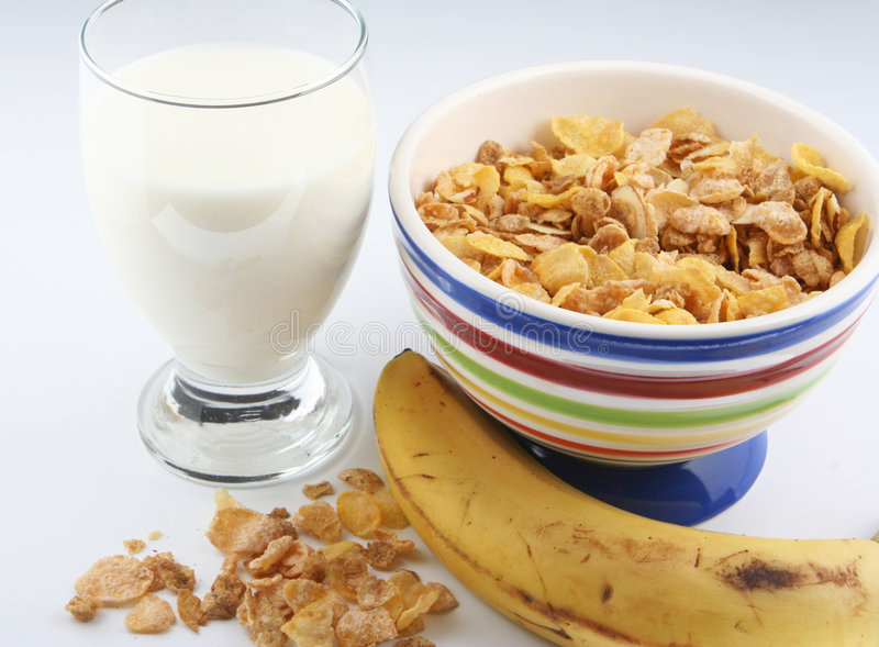 Cereal y leche foto de archivo libre de regalías