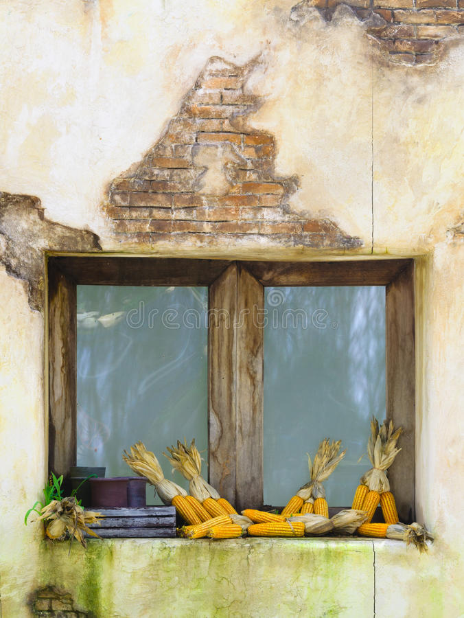 Cereale sulla finestra di legno immagine stock