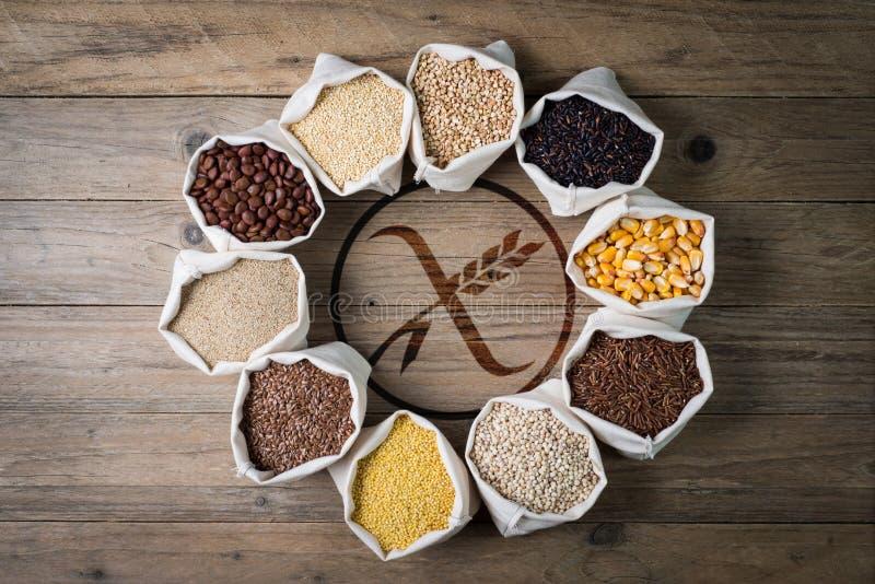 Cereales y semillas libres del gluten con el logotipo imagen de archivo
