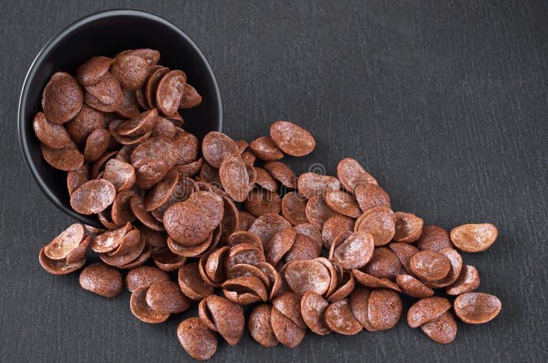 Cereali del cioccolato in ciotola immagini stock libere da diritti