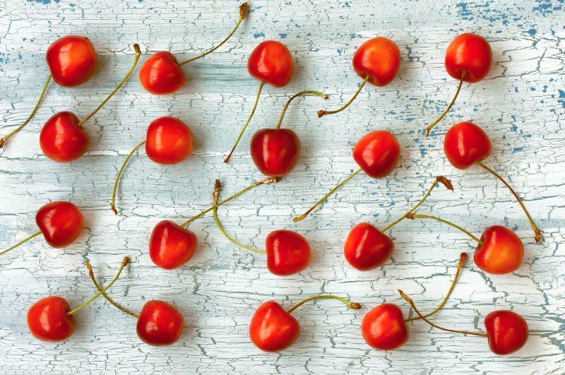Cereja doce madura vermelha na fileira foto de stock