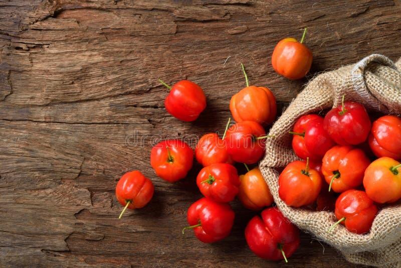 Cereja orgânica fresca do Acerola imagem de stock