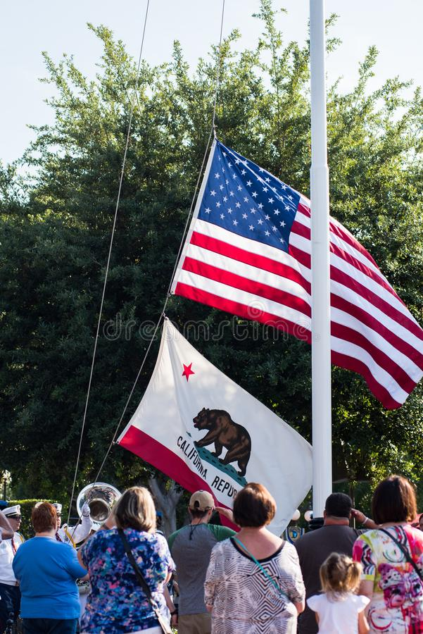 Ceremoni för Disneyland flaggareträtt fotografering för bildbyråer