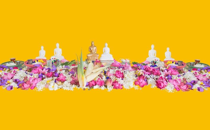 Ceremoniałów kwiaty i Buddha figurki obrazy royalty free