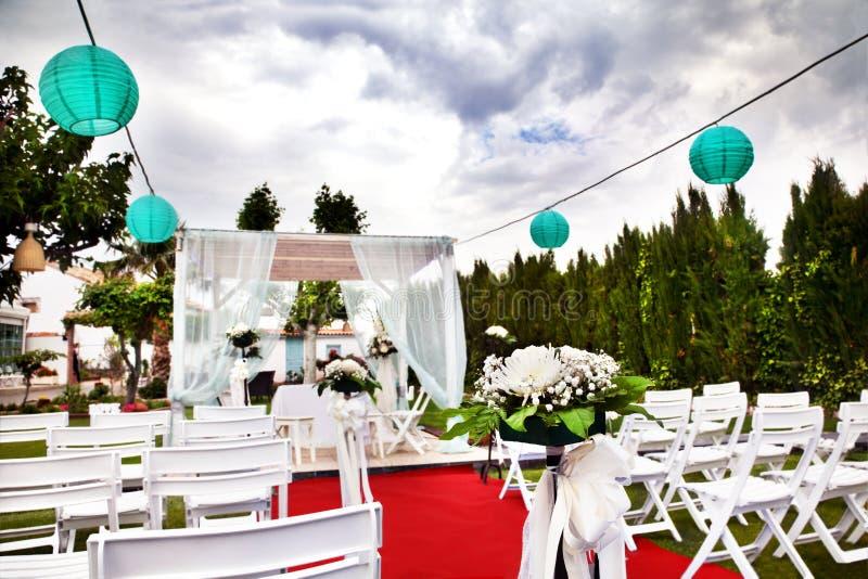 Ceremonia al aire libre decoraci n de celebraciones boda for Decoracion de jardin al aire libre