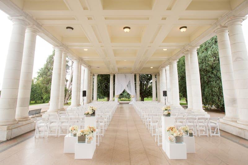 Ceremonia de boda debajo de un pabellón imagen de archivo libre de regalías