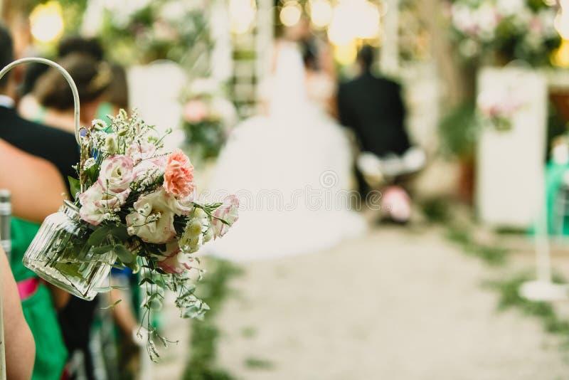 Ceremonia de boda en una iglesia, pasadizo imagen de archivo