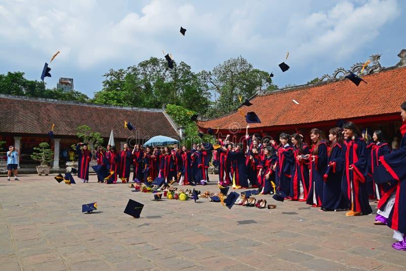 Ceremonia de graduación en el templo de la literatura, Hanoi, Vietnam fotos de archivo