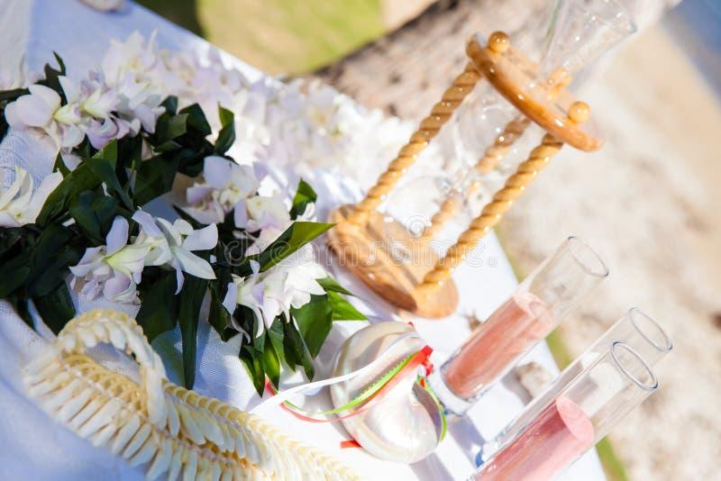 Ceremonia de la arena de la boda de playa imagenes de archivo