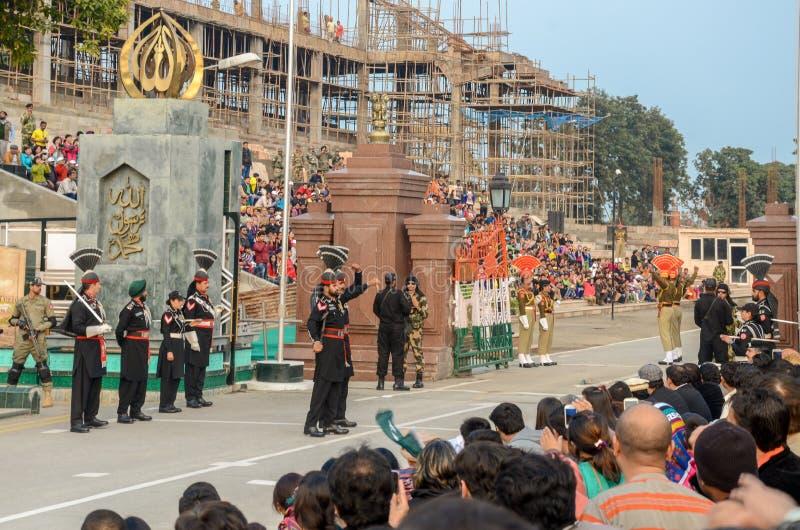 Ceremonia de la frontera de Wagah Paquistán la India, Lahore, Paquistán imágenes de archivo libres de regalías