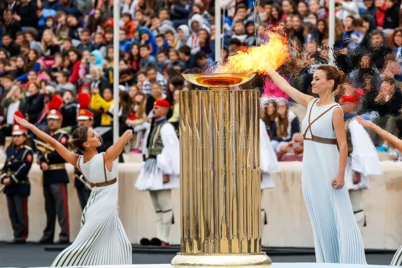 Ceremonia de la llama olímpica para las olimpiadas de invierno fotos de archivo