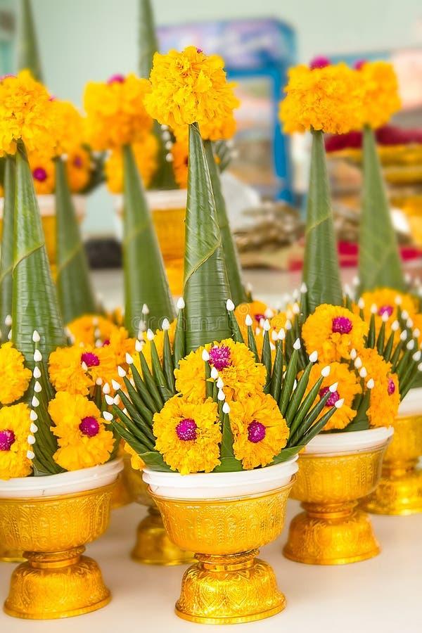 Ceremonia de ofrecimiento del arroz con el plátano verde de la hoja imagen de archivo libre de regalías
