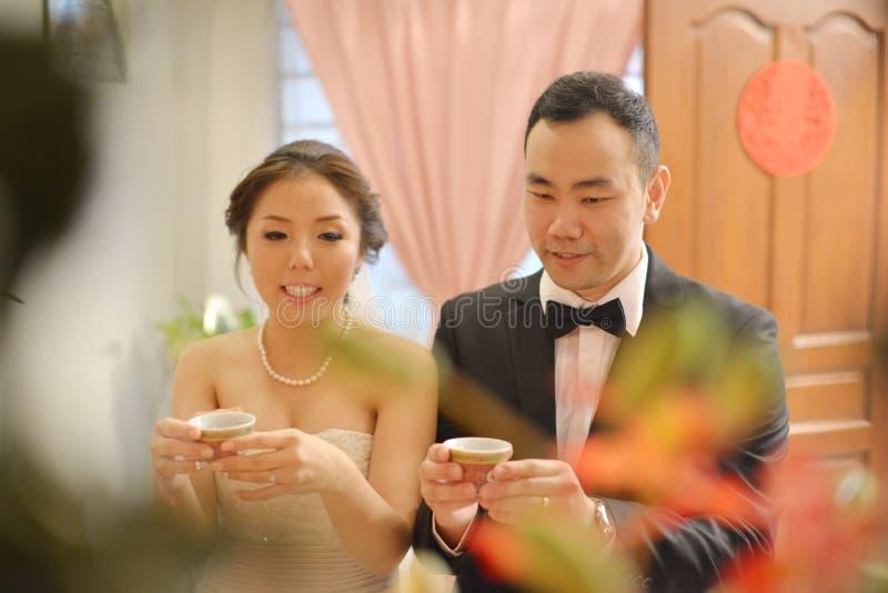 Ceremonia de té china de la boda fotografía de archivo libre de regalías